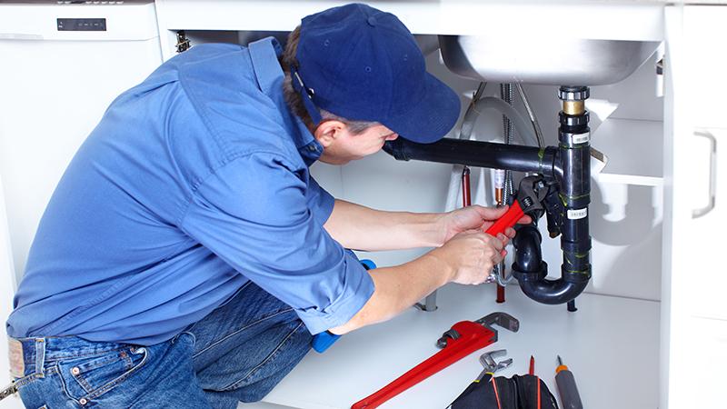Sacramento plumber is repairing a sink
